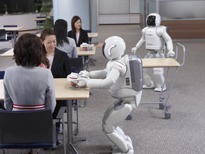 honda-asimo-drinks.jpg